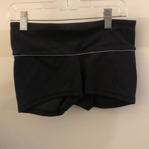 Lululemon black bootie shorts, sz 4, 70292